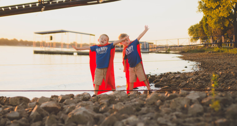 Super Hero Capes : We Can Save the Day