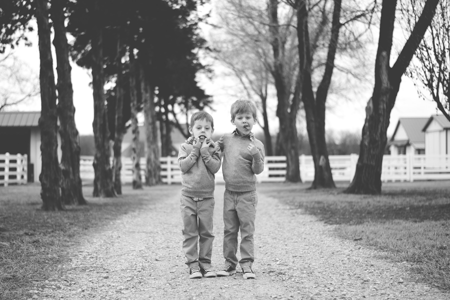 tulsa-photographer-twins-farm