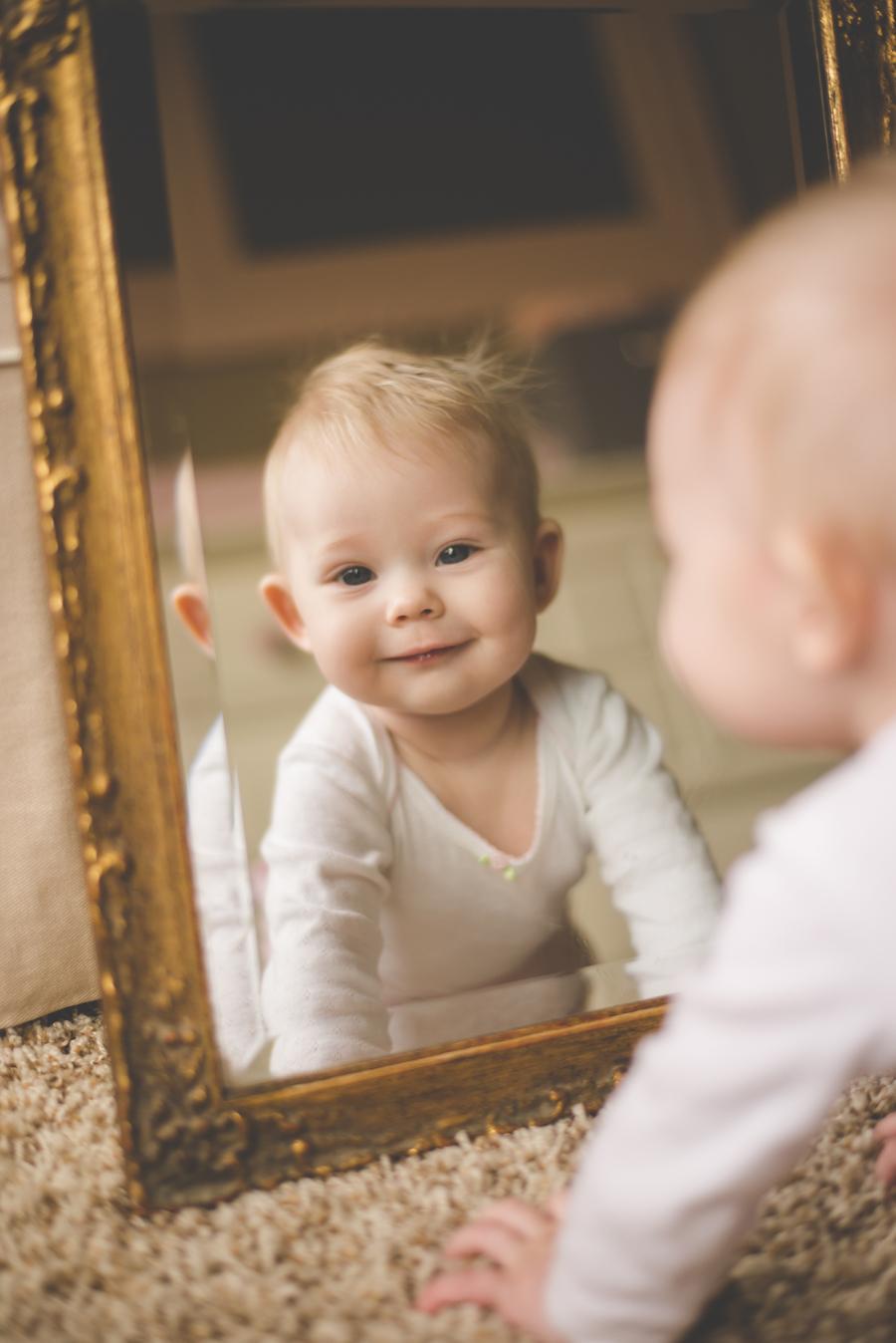tulsa-photographer-baby-smiling-mirror