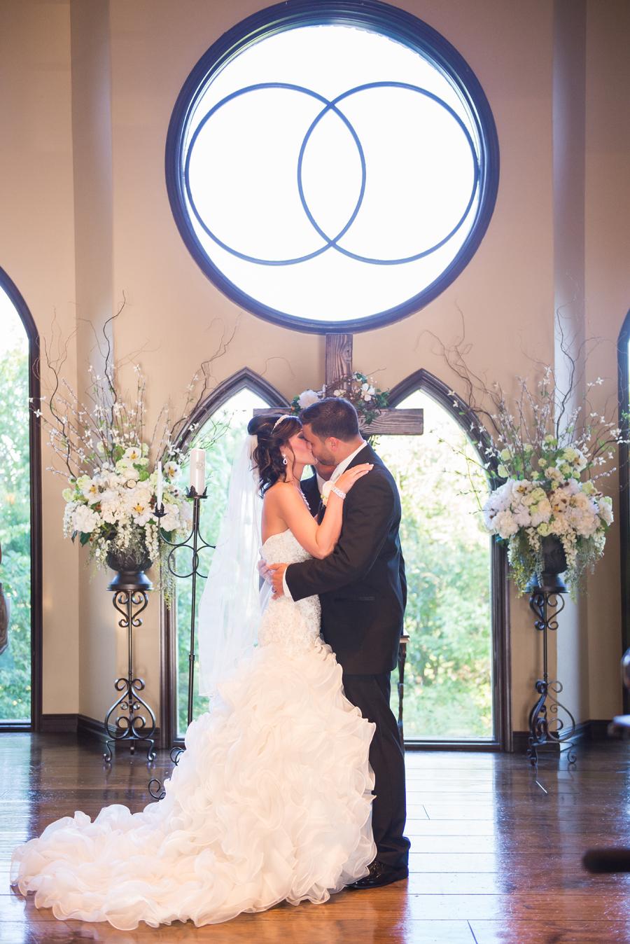 wedding-kiss-tulsa-oklahoma